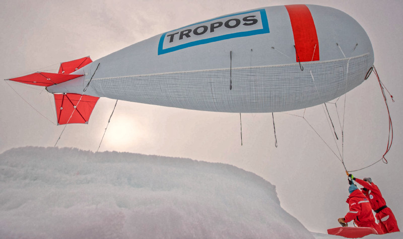 Der TROPOS-Fesselballon BELUGA im Einsatz auf der MOSAiC-Eisscholle. Foto: Lianna Nixon, University of Colorado