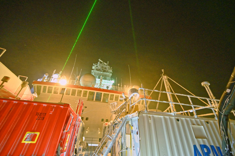 The atmosphere measuring instruments incl. lidar container of TROPOS during the polar night at MOSAiC in the Arctic. Photo: Hannes Griesche, TROPOS