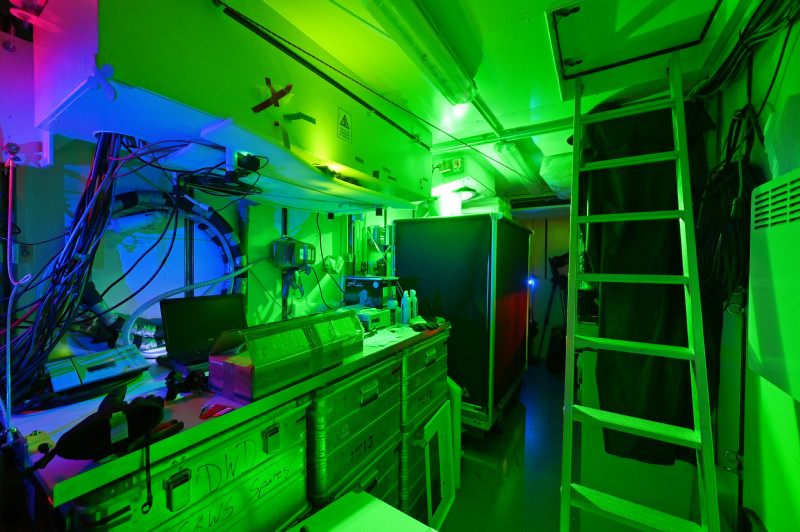 Interior of the OCEANET container with the green laser of the TROPOS lidar. Photo: Hannes Griesche, TROPOS