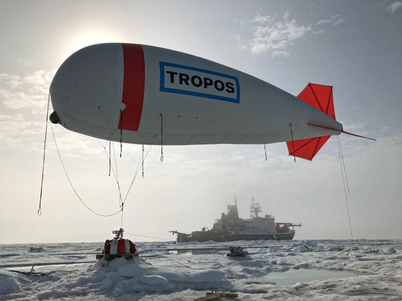 The captive balloon of TROPOS and Uni Leipzig in action on the ice floe. Photo: Christian Pilz, TROPOS
