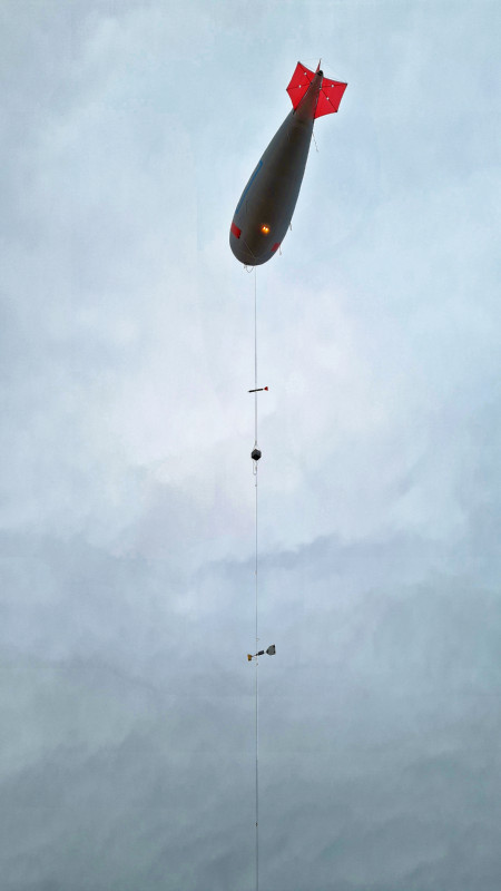 On-site logistics and arrangements with the authorities now make it possible to operate the tethered balloon for the first time during the day ... Photo: André Ehrlich, Leipzig University