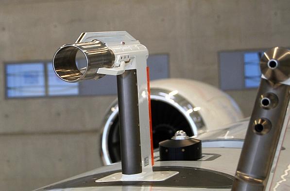 Für HALO wurde am TROPOS ein speziell angepasster CVI Einlass entwickelt und von der Firma enviscope GmbH ingenieur-technisch realisiert, der beim Flug durch atmosphärische Wolken Tropfen und Eiskristalle einsammeln kann. Foto: enviscope GmbH
