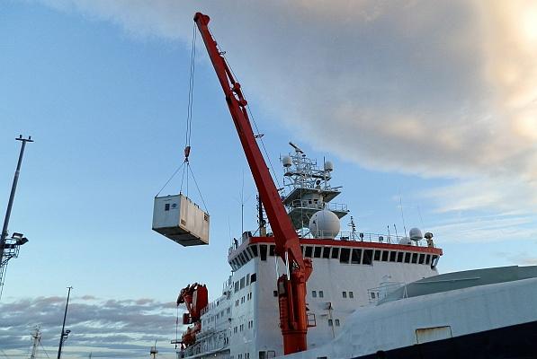 An Bord der Polarstern sind auch mehrere Messcontainer, die Teil des Messprogramms von OCEANET sind, das die Energieflüsse und Austauschprozesse zwischen Atmosphäre und Ozean untersucht. Foto:  Maik Merkel, TROPOS