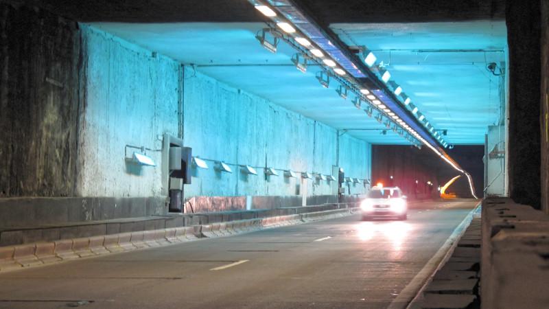 Der Leopold-II-Tunnel im Zentrum Brüssels wurde bereits 1986 in Betrieb genommen. Seine Rennovierung war die Chance für die Wissenschaftler, die Wirksamkeit von neuen Materialien für die Verbesserung der Luftqualität zu testen. Foto: PhotoPAQ/CNRS