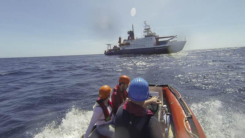 Entnahme von Oberflächenfilm des Atlantik, um die Austauschprozesse zwischen Meer und Athmosphäre zu untersuchen