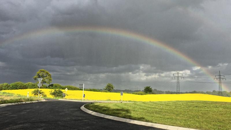Der primäre Regenbogen ist wohl das bekannteste Beispiel für Lichtstreuung an Partikeln, hier an kugelförmigen Regentropfen. Foto: Andreas Macke/ TROPOS.