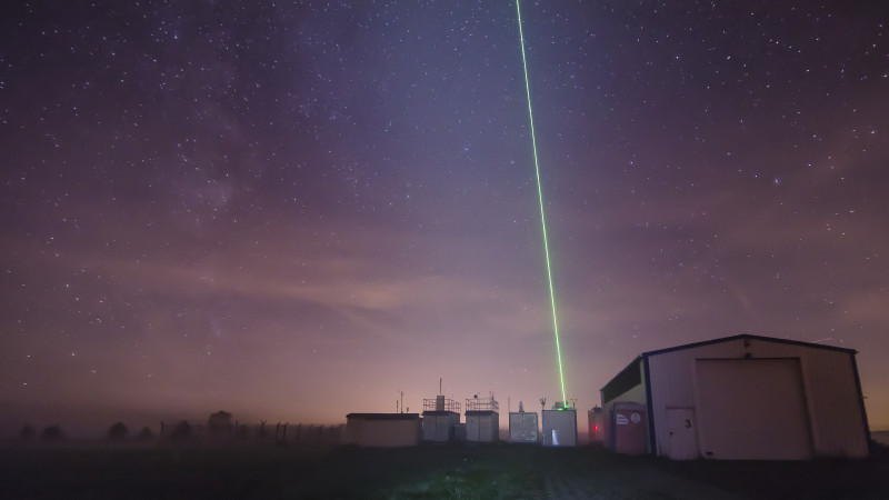 """Mit Lidaren werden die Partikel vom Boden aus untersucht. Die """"Lichtschwerter"""" sind dann vorallen nachts markant. Foto: Tilo Arnhold/TROPOS"""
