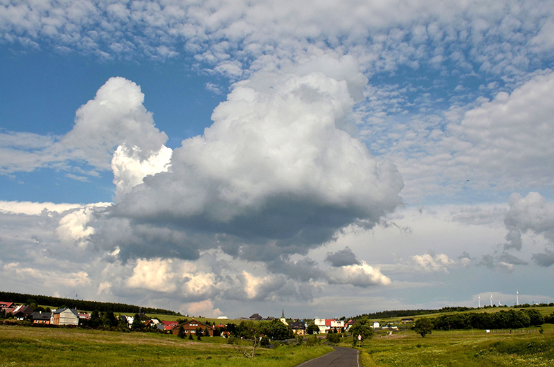 Eiskeime beeinflussen die Eisbildung in Wolken, welche wiederum der erste wichtige Schritt in der Entstehung von Niederschlägen in der Atmosphäre ist. Foto: Tilo Arnhold, TROPOS
