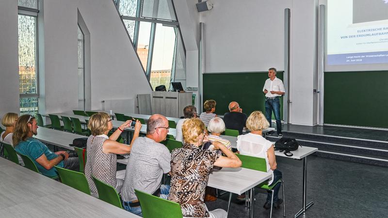 Dr. Christoph Eichhorn (IOM): Elektrische Raumfahrtantriebe – von der Erdumlaufbahn bis in die Weiten des Alls
