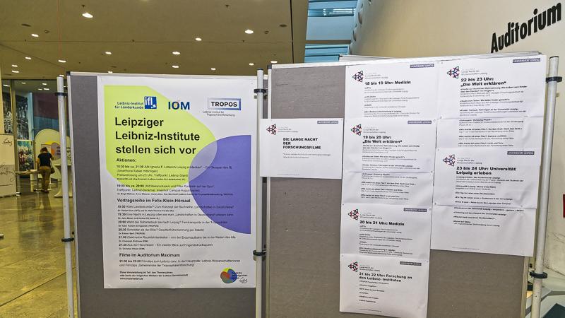 IfL, IOM und TROPOS präsentierten ihre Forschung im Neuen Augusteum der Universität am Augustusplatz und hatten viele Fragen wissensdurstiger LeipzigerInnen zu beantworten. Foto: Tilo Arnhold, TROPOS