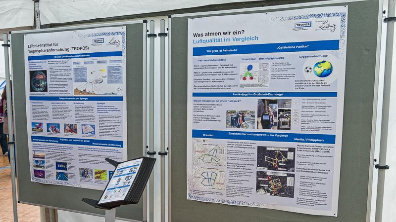 Poster informieren über Luftqualität, Staub und andere Forschungsgebiete vom TROPOS. Foto: Beate Richter, TROPOS