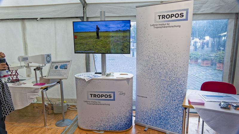 Videos zeigen wie sich Staub über den Globus ausbreitet oder wie Wolkenforschung im Feld funktioniert. Foto: Beate Richter, TROPOS