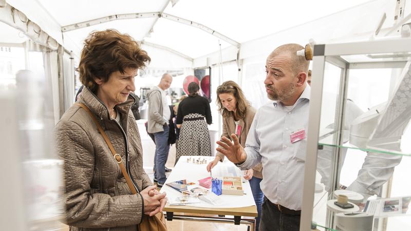 Wissenschaftsministerin Dr. Eva-Maria Stange am Stand des Leibniz-Instituts für ökologische Raumentwicklung (IÖR). Foto: CHRISTIAN HÜLLER FOTOGRAFIE