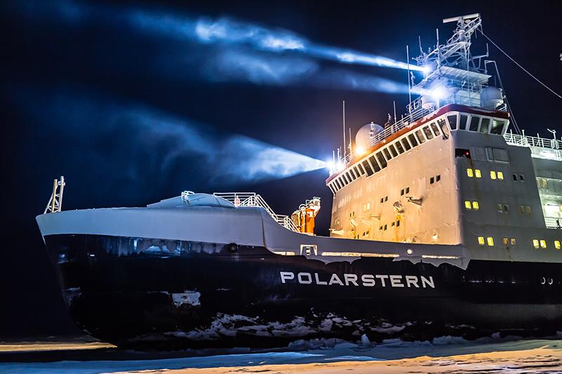 FS Polarstern im Eis. Foto: Stefan Hendricks, AWI