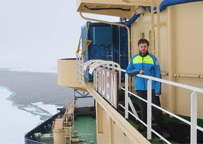 Matthias Gottschalk an Bord des schwedischen Einbrechers ODEN. Foto: Paul Zieger