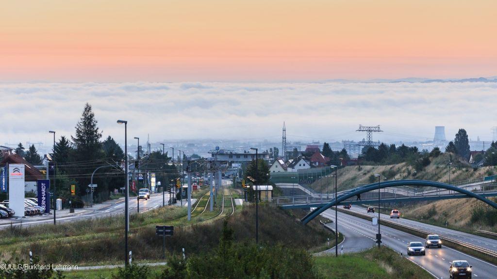 Verkehrsdichte, Wind und Luftschichtung beeinflussen die Belastung mit dem Luftschadstoff Stickstoffdioxid, so das Fazit einer TROPOS-Studie im Auftrag des LfULG, für die Daten aus Sachsen ausgewertet wurden – darunter auch Dresden. Foto: Burkhard Lehmann, LfULG