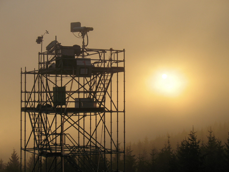 """The measuring station at Schmücke (916m) on the ridge of the Thuringian Forest was one of three measuring stations of the campaign """"Hill Cap Cloud Thuringia 2010"""" (HCCT-2010). Photo: Stephan Mertes/TROPOS"""