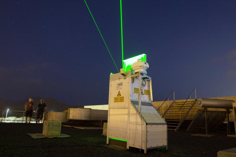 Aktuell leuchten zwei grüne Laser nachts über Mindelo. Foto: Edson Silva Delgado, Etfilmes / OSCM