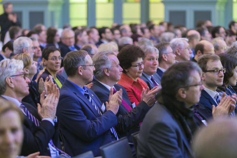 An der Festveranstaltung nahmen rund 300 Gäste aus Politik, Verwaltung, Wirtschaft und Wissenschaft teil.