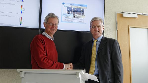 Prof. Dr. Andreas Macke (Direktor des TROPOS) und Norbert Eichkorn (Präsident des Sächischen Landesamtes für Umwelt, Landwirtschaft und Geologie/ LfULG) unterzeichnen eine Kooperationsvereinbarung zwischen beiden Institutionen.(v.l.n.r.) Foto: Tilo Arn