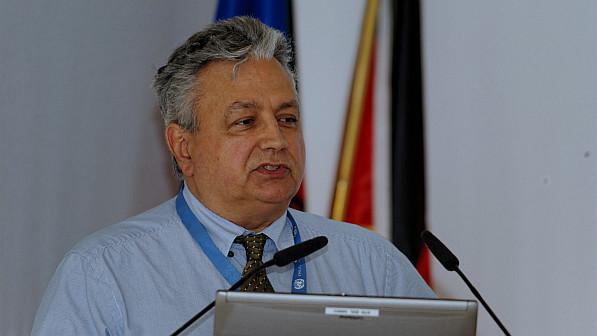 """Dr. André Zuber von der Generaldirektion Umwelt der Europäischen Kommission, verantwortlich für die EU-Luftrahmenrichtlinie, während seiner Vortrages auf der Paneldiskussion """"Spitzenforschung zur Verbesserung der Luftqualität und Klimaschutz"""".  Fot"""