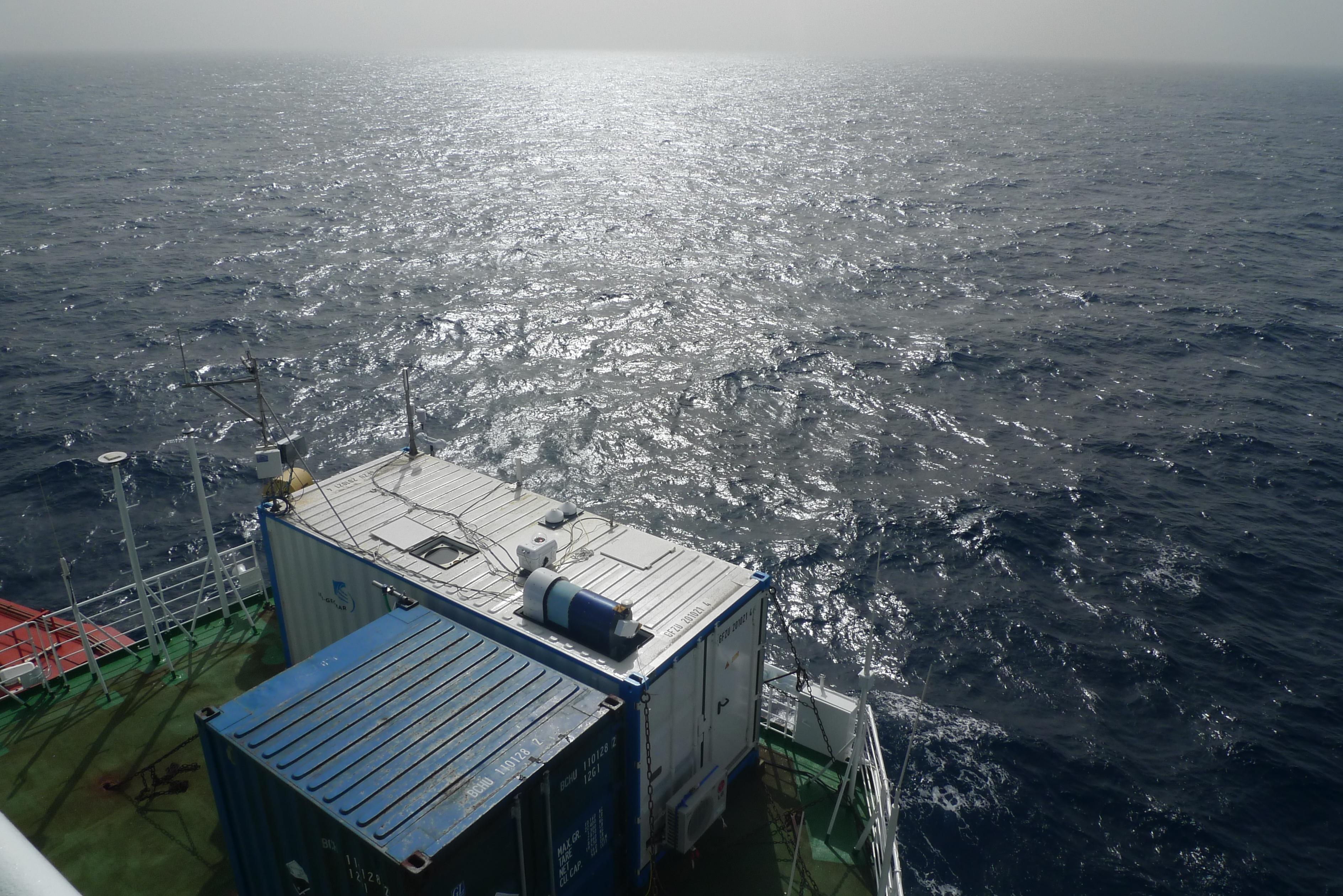 """Die mobile Messplattform """"OCEANET"""" des TROPOSauf dem Forschungsschiff Polarstern (Foto: TROPOS)."""